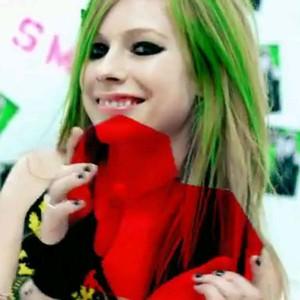 Avril Lavigne smile beautiful