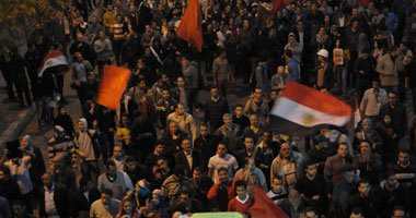 مسيرة لطلاب جامعة عين شمس والقوى السياسية من مسجد النور للاتحادية