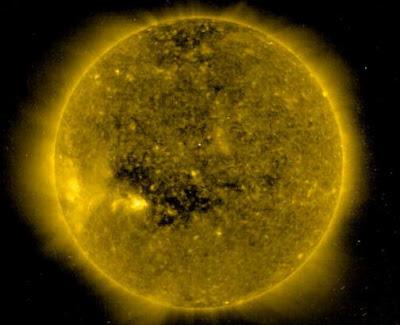 太陽 冕洞 有兩個