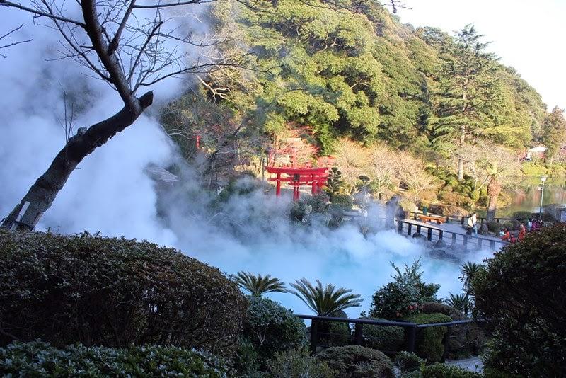 Bloody Pond, Chinoike Jigoku   Beppu City, Japan