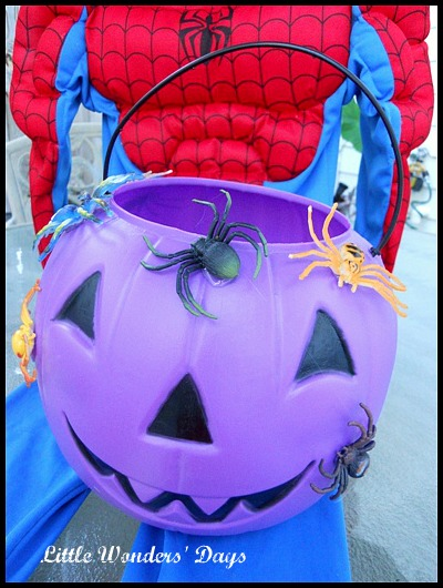 How to make a spiderman pumpkin bucket