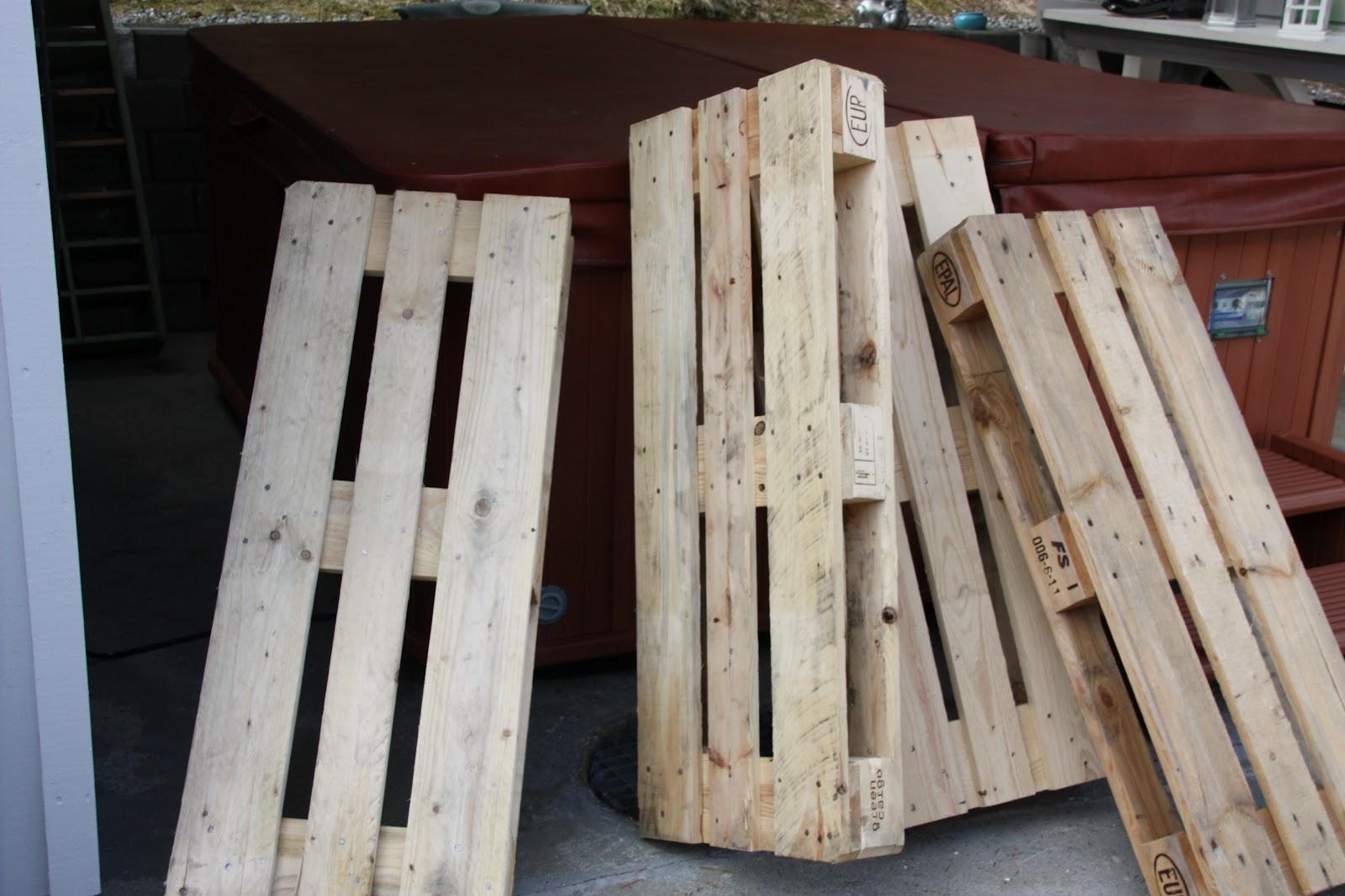 Sillones y mesa de caf para decorar for Reciclado de palets sillones