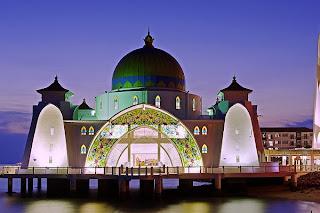 5 Masjid Terapung di Laut Paling Unik di Dunia