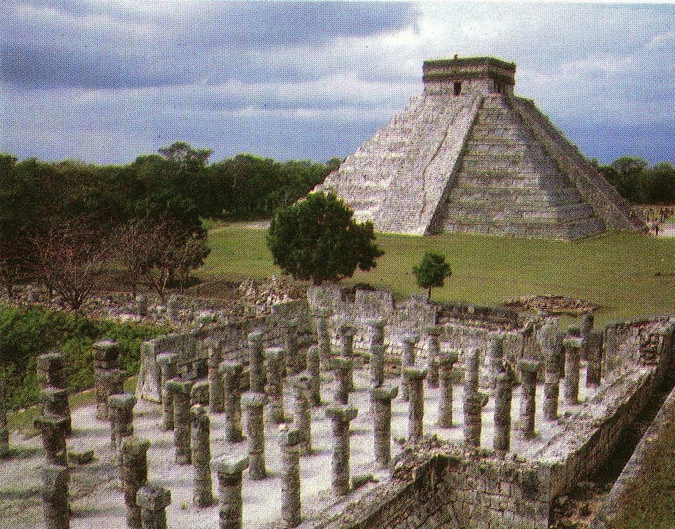 Piramide di Kukulcan o El Castillo e il cortile dei mille guerrieri a Chichén Itza