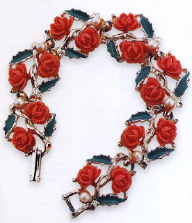 This 19505 bracelet by Coro illustrates some of the problems discussed above: it is made from a metal that cannot be resoldered so any breaks or cracks are irreparable, and the little plastic flowers are no longer made so any replacements will not match properly. It is a judgement call as to whether to do the work, as it is only worth £45 (S75) in good condition.