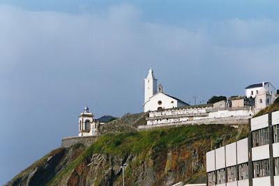 Faro y capilla de la Virgen Blanca y del Nazareno de Luarca