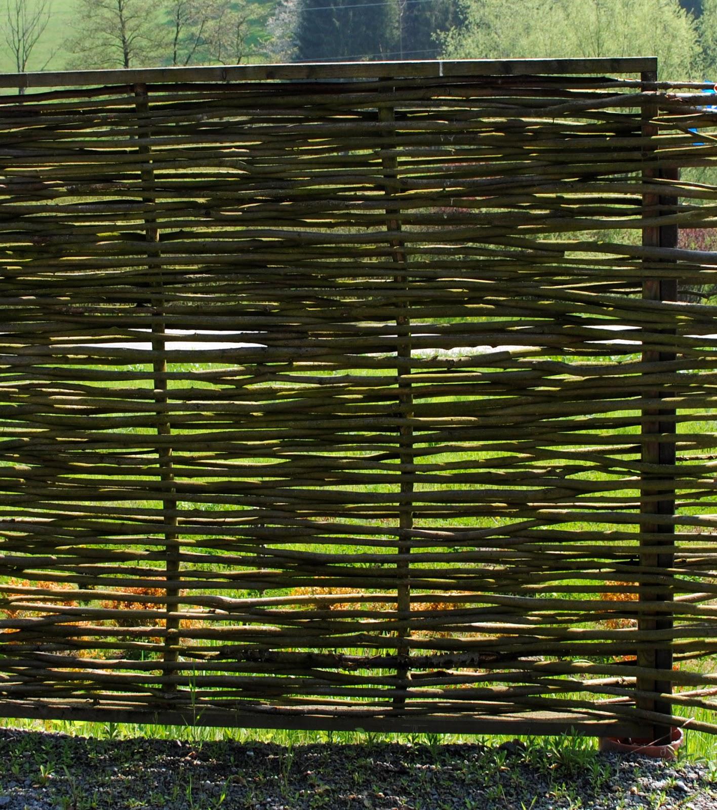 Gartendeko blog sichtschutzwand aus weidenschnitt idee - Gartendeko aus weidengeflecht ...
