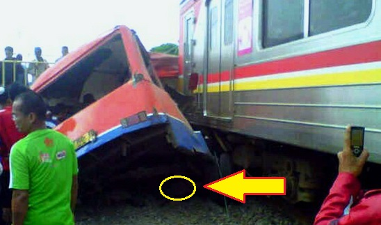 Kereta Tabrak Metromini