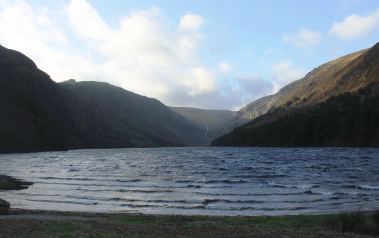 Glendalough upper lake with tide waves