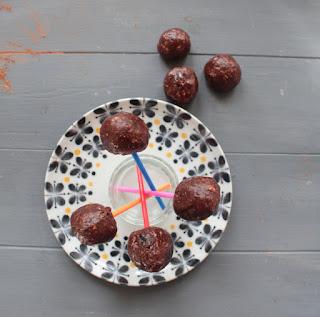 Receta: bolas de energía. Bolas de chocolate RAW