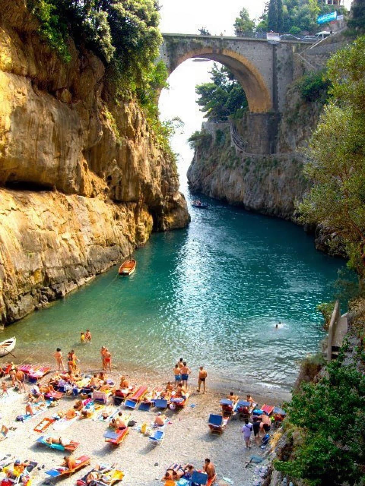 Beautiful beach furore amalfi coast italy earth pics for Italia amalfi