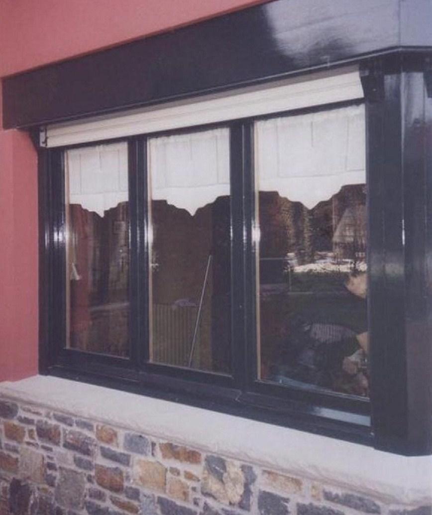 esta fotografa es un proyecto que hice son ventanas con sus visillos en un tercio superior de los cristales en una veranda estension a una cocina