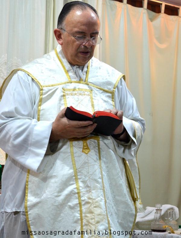 Pe. Cardozo responde a polêmica da inexistência de milagres fora da Igreja e outros assuntos.