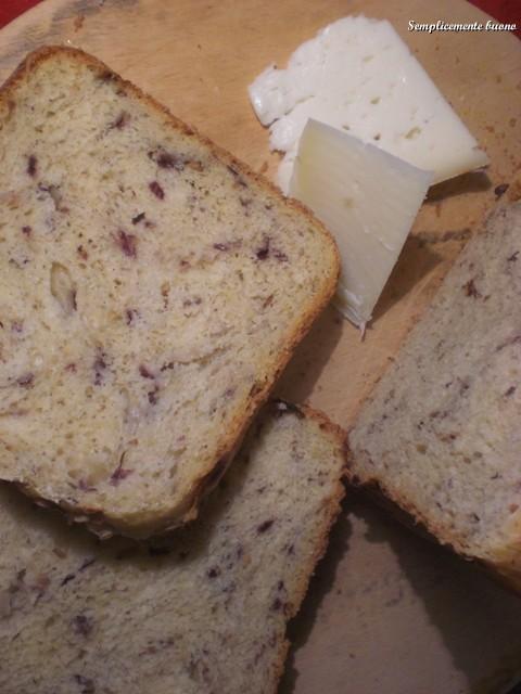 Semplicemente buono pane con radicchio e nocciole for Semplicemente me facebook