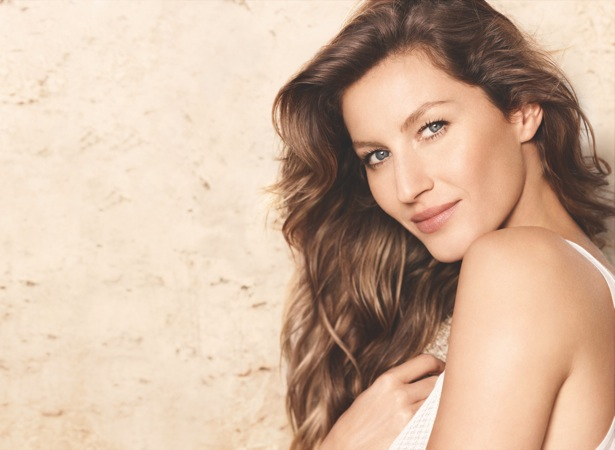 Chanel 'Les Beiges' Mattifying Powder Campaign featuring Gisele Bundchen