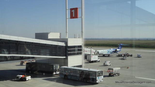 Ponte de embarque do Aeroporto Internacional de Carrasco - Montevidéu, Uruguai