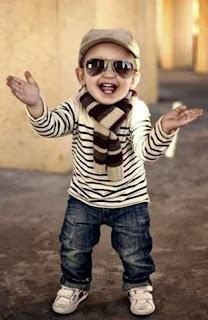 foto bayi cowok menggunakan syal
