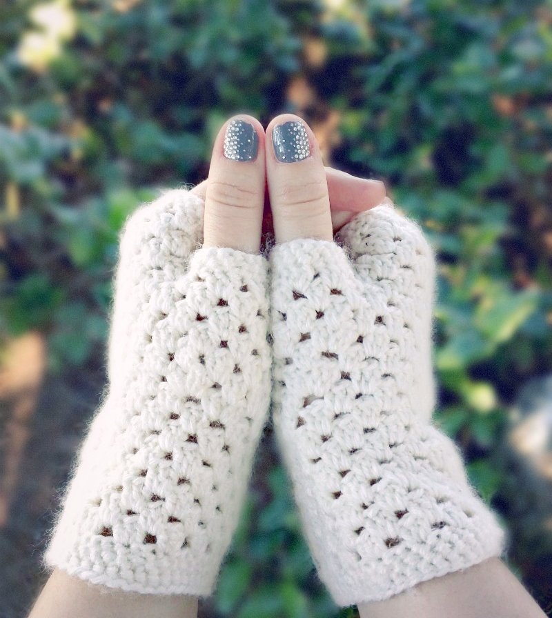 Domestic bliss squared delicate crochet fingerless gloves a free delicate crochet hand warmers a free pattern dt1010fo