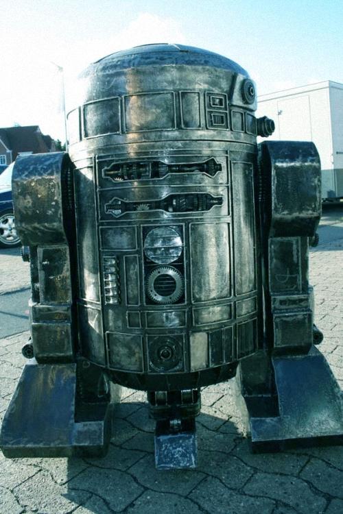 5b-Star-Wars-R2D2-Giganten-Aus-Stahl