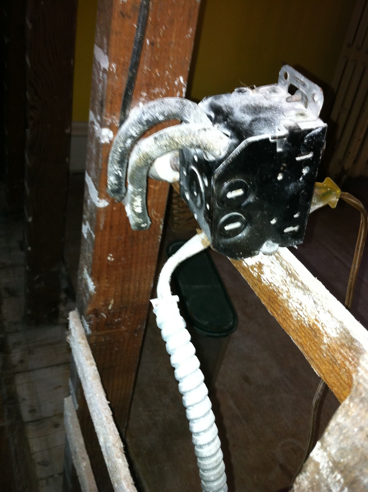 Gen3 Electric 215 352 5963 What Does Knob And Tube Look Like With Wiring Behind Plaster Walls You Know This Is Original Because The Old Boxed Were Designed To Attach Directly Wood Lath Installed Before