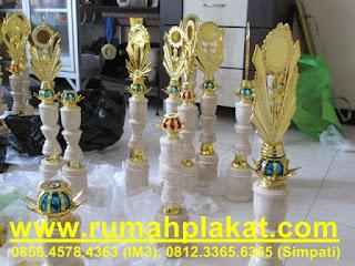 pusat piala surabaya, buat trophy cepat, lama waktu bikin trophy, 0856.4578.4363, www.rumahplakat.com