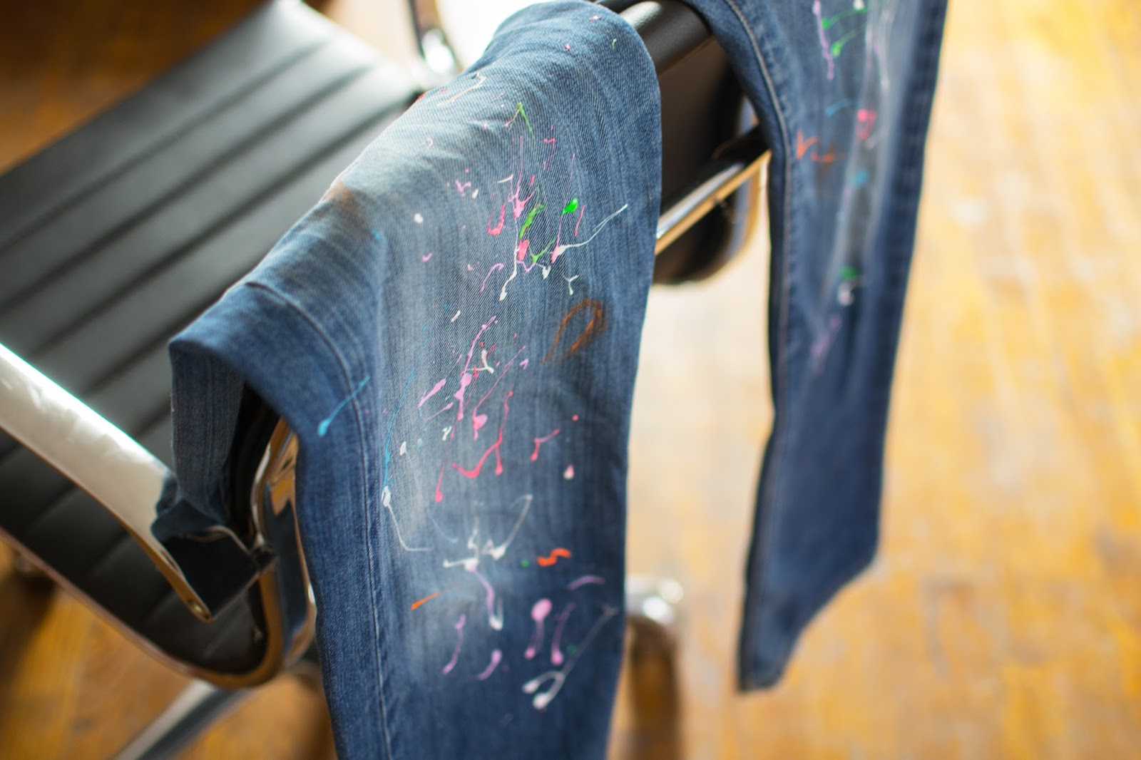 paint splattered jeans diy