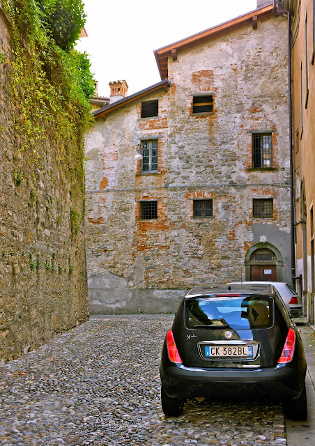 Picture of a street in Bergamo Citta Alta.