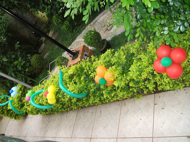 Decoração no jardim do salão