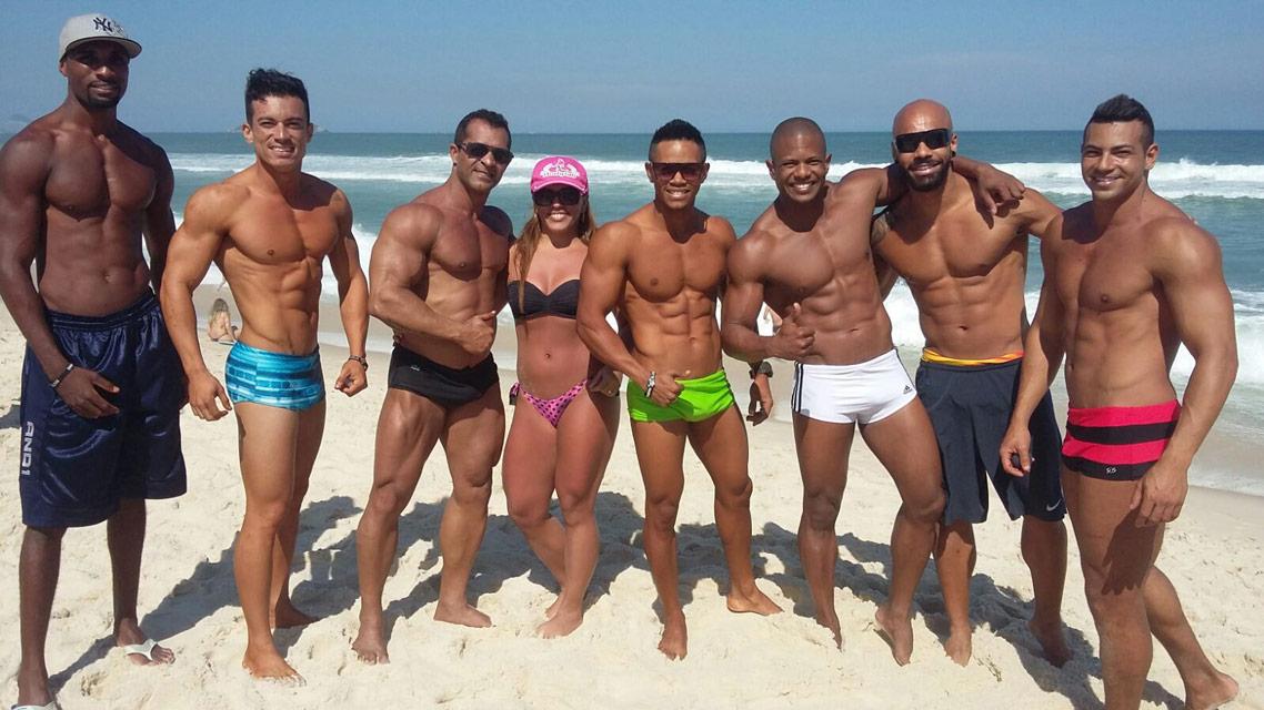 Atletas da IFBB-Rio se reúnem na praia na Barra da Tijuca. Foto: Arquivo pessoal