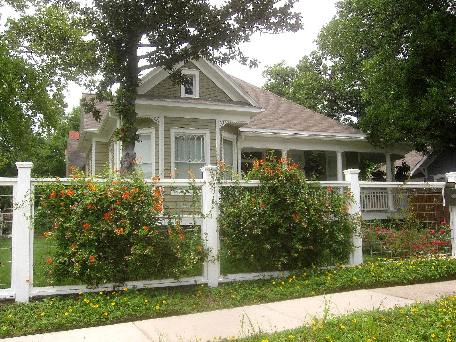 The other houston bungalow front yard garden ideas - Fence designs for front yards ...