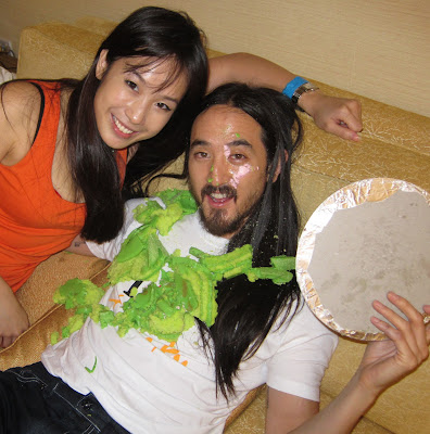 Steve-Aoki-caked-back-by-Victoria-Cheng-Gastronommy-Marina-Bay-Sands-Avalon-Singapore