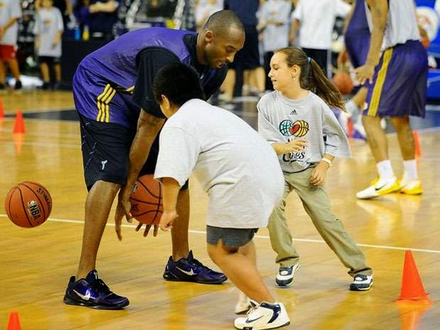 Kobe Bryant arremetió contra la AUU por no enseñar correctamente los fundamentos del baloncesto