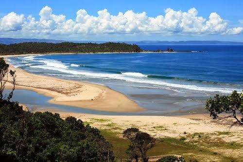 Pantai Karang Suraga