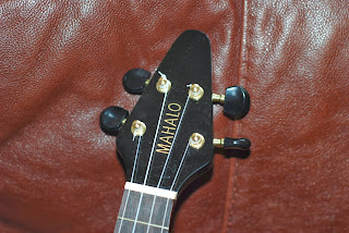 Mahalo Flying V ukulele headstock
