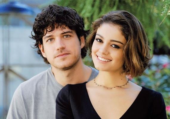 Marco Pigossi & Sophie Charlotte como Bento & Amora Campana