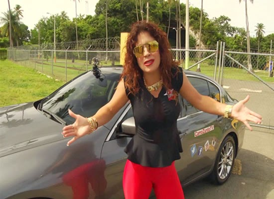 Glerysbeth Pagan promo de carro zurdo