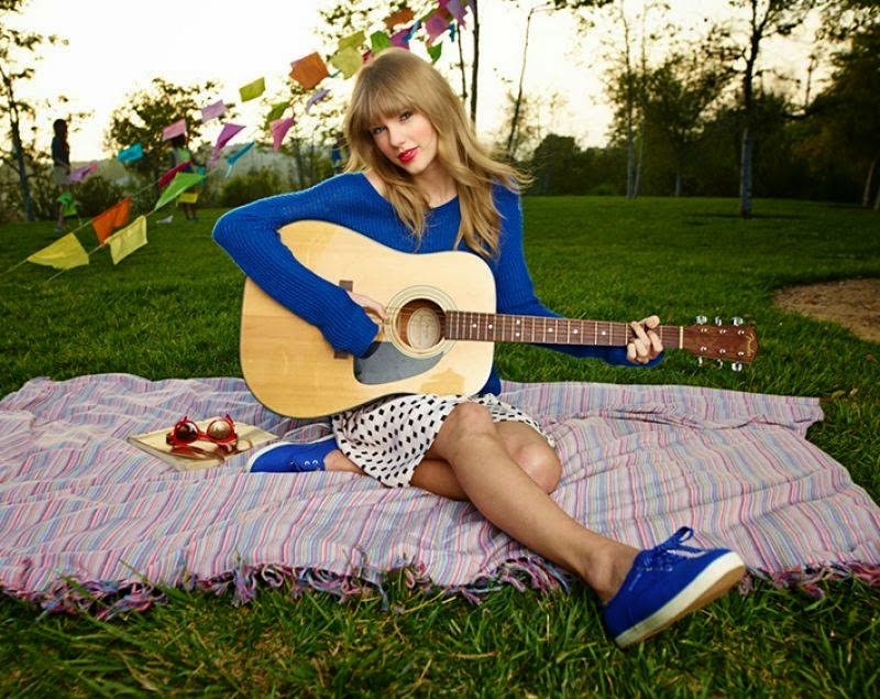 The beauty of Taylor Swift - a blonde singer