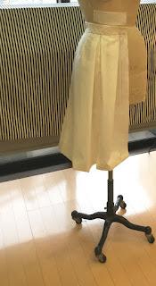 タック ミディ丈 スカート