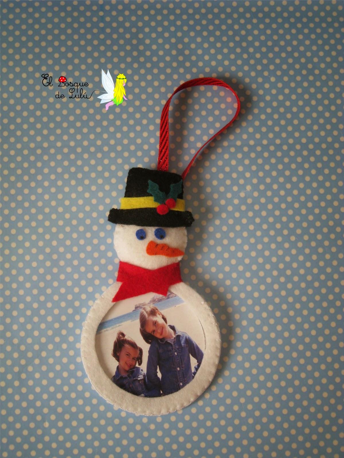 árbol-Navidad-adornos-fieltro-muñeco-nieve-regalo-navideño-decoración