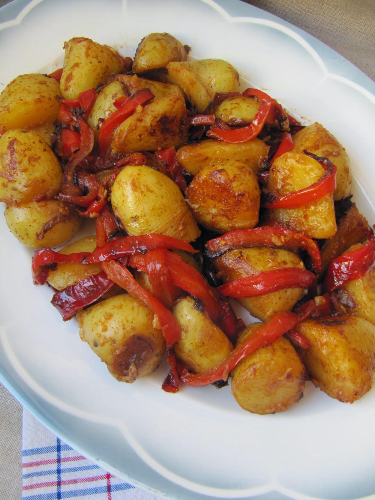 La cuisine d 39 ici et d 39 isca pommes de terre l 39 espagnole for Plat convivial pour 6 personnes