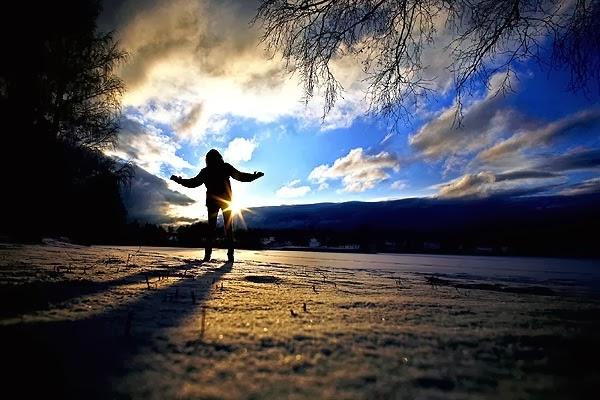 invierno en noruega con sol