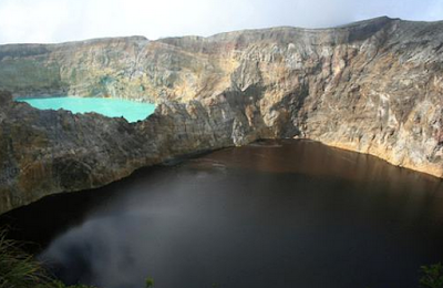 Perubahan Warna Danau Kelimutu Nusa Tenggara Timur yang indah