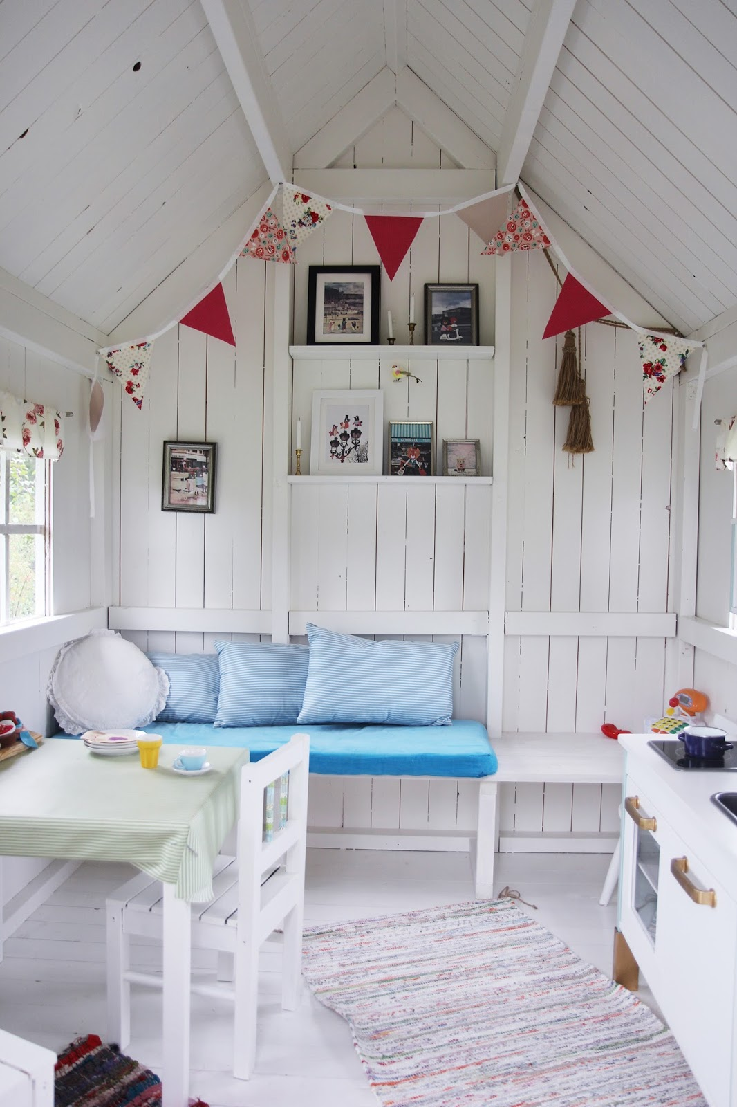 Play house for kids on pinterest play houses playhouse for Interior playhouse designs