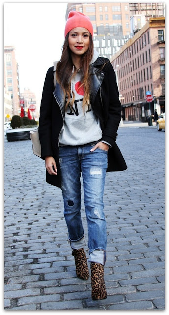 boyfriend jeans An edgy combination with leopard and a coloured beanie