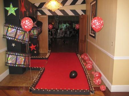 Bela my sweet bratinela party theme options hollywood for Decoration cinema