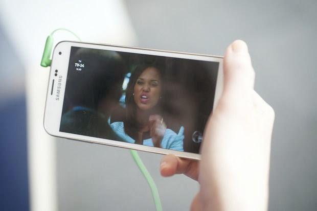 O Galaxy S5 traz uma tela Super AMOLED Full HD de 5.1 polegadas e resolução de 1080p