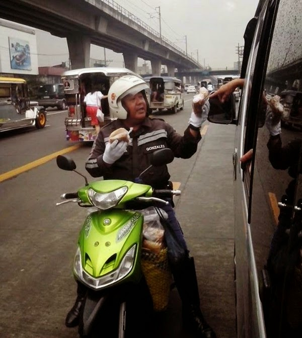 "Viral: Traffic Enforcer ""Bibingka Vendor"""