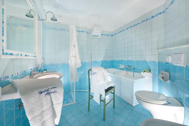 bagno con vasca e doccia separate  pasionwe, Disegni interni
