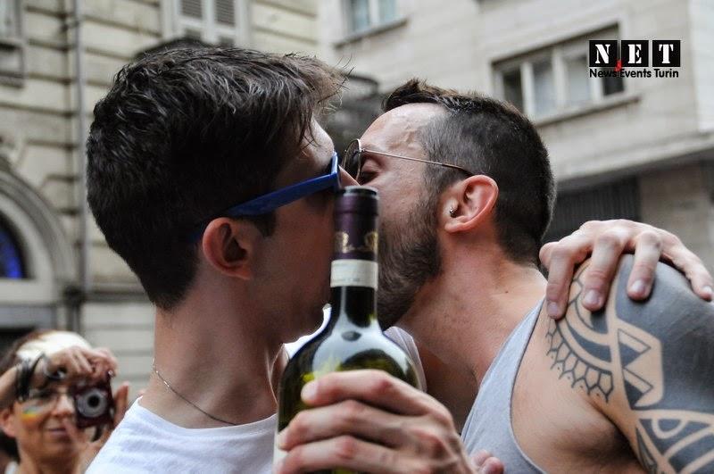Сильно больные геи по словам профессора из города Турин Италия