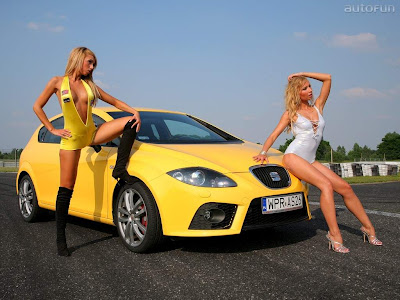 Two_Sexy_Girls_and_Stunning_Cars_Wallpapers
